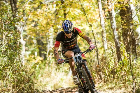 Subaru brand ambassador Braden Currie on the attack on his mountain bike at the 2016 XTERRA World Championships in Hawaii. PHOTO: JESSE PETERS/XTERRA