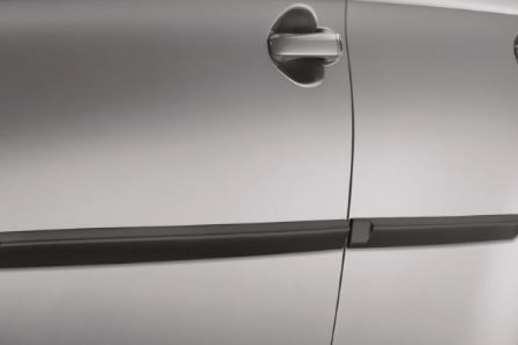 Legacy body side moulding example