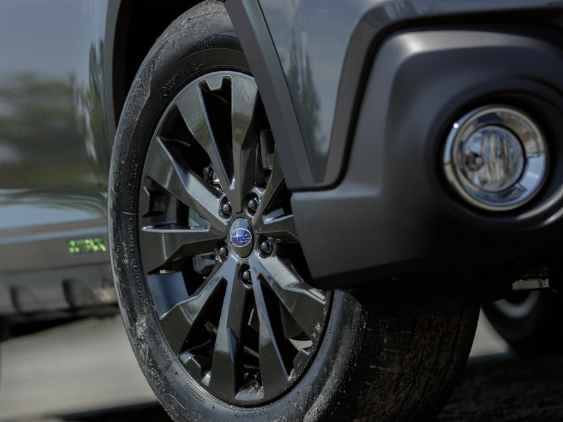 """Outback X Black 18"""" wheel. Overseas model shown, black wheel arches not available on NZ spec Outback X."""